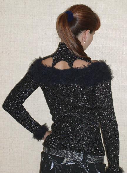 Черный нарядный свитер, увеличенное фото 106KB